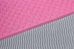Розовая текстура циновки йоги стоковые фото