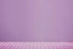 Розовая ткань на таблице Стоковая Фотография RF
