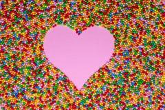 Розовая форма сердца сформированная с сотнями и тысячами стоковое изображение rf