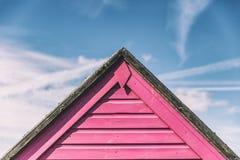 Розовая хата пляжа на летний день в Кенте, Англии Стоковые Изображения RF