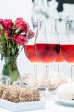 Розовое вино в стеклах, домашняя партия Стоковое Фото