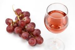 Розовое вино и розовые виноградины Стоковая Фотография RF