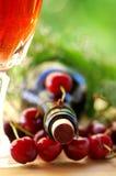 Розовое вино и cherrys Стоковые Фотографии RF