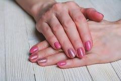 Розовое искусство ногтя с розами золота Стоковые Фото