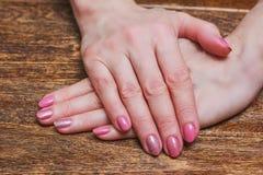 Розовое искусство ногтя с розами золота Стоковое фото RF