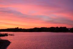 Розовое небо, розовое море в Таиланде стоковая фотография rf