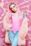 Розовое пушистое пальто стоковые изображения