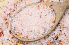 Розовое соль с семенем chili на таблице Стоковое фото RF