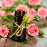 Розовое эфирное масло Стоковые Фотографии RF