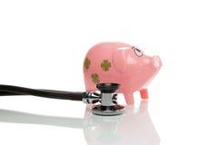 Розовое pigg денег с стетоскопом Стоковое Изображение RF