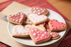 Розовые и белые печенья сердца Стоковая Фотография