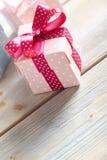 Розовые и голубые подарочные коробки Стоковая Фотография RF