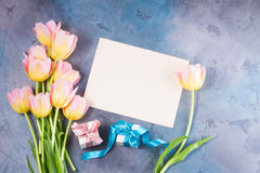 Розовые и желтые тюльпаны Стоковая Фотография