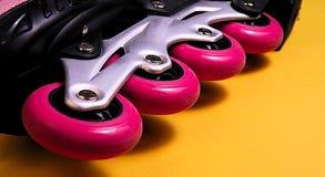 Розовые колеса конька стоковое фото
