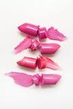 Розовые образцы отрезка губной помады на белой предпосылке Стоковые Изображения
