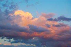 Розовые облака на заходе солнца Стоковые Фотографии RF