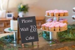 Розовые пирожные приема по случаю бракосочетания Стоковое Изображение