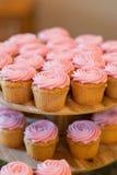 Розовые пирожные приема по случаю бракосочетания Стоковая Фотография