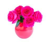 Розовые розы в вазе изолированной на белизне Стоковые Фотографии RF