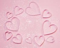 Розовые сердца и sparkles на розовой предпосылке Концепция приветствию ` s валентинки St, романтичный стиль Взгляд сверху, плоско Стоковые Фото