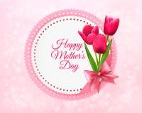 Розовые тюльпаны с счастливой карточкой подарка Дня матери Стоковое фото RF