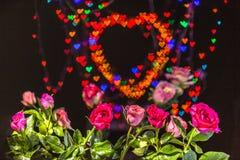 Розовые цветки в предпосылке сердца Стоковые Изображения RF