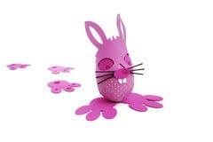 Розовые яичко и следы зайчика пасхи Стоковые Изображения RF