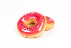 Розовые donuts клубники изолированные на белой предпосылке Стоковые Изображения