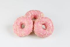 Розовые donuts с sprincles на белизне Стоковые Изображения
