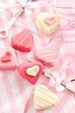 Розовые petit four в форме сердца Стоковые Фотографии RF