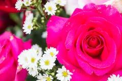 Розовый букет использующ в перспективе стороны свадебной церемонии Стоковое фото RF