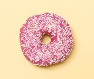 Розовый донут стоковые фотографии rf