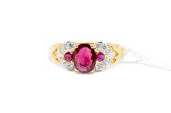 Розовый диамант с белым кольцом диаманта и золота Стоковое фото RF