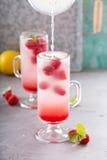 Розовый лимонад поленики в высокорослых стеклах Стоковые Фото