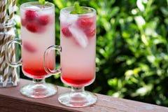 Розовый лимонад поленики в высокорослых стеклах Стоковые Изображения