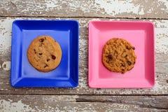 Розовый и голубой квадрат с плитами с печеньями Стоковое Изображение RF