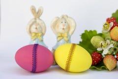 Розовый и желтый дизайн пасхального яйца Стоковое Фото