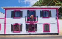 Розовый дом в Angra делает Heroismo, остров Terceira, Азорские островы Стоковое Изображение