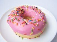 Розовый донут клубники Стоковое Изображение RF