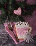 Розовый пряник в форме чашки с какао Стоковое Фото