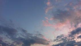 Розовый рассвет в небе видеоматериал
