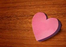 Розовый стикер бумаги сердца Стоковое Изображение