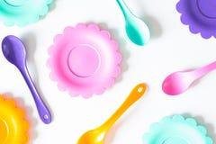 Розовый, фиолетовый, аквамарин, плиты цвета установите на белизну Стоковое Изображение RF