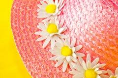 Розовый bonnet соломы Стоковое Изображение RF