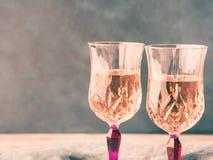 2 розовых запруженных стекла с шампанским Стоковые Изображения