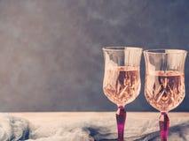 2 розовых запруженных стекла с шампанским Стоковое Изображение RF