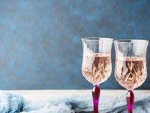 2 розовых запруженных стекла с шампанским Стоковое Изображение