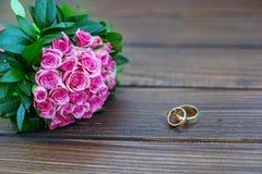 розы букета розовые произведенное 3d венчание кольца изображения скопируйте космос Концепция  Стоковое Изображение