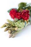 розы зеленого цвета пачки спаржи Стоковые Изображения