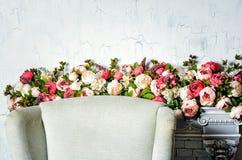 Розы искусственных цветков, украшения свадьбы стоковое изображение rf